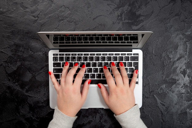 Best Keyboard for Long Nails [2021 Reviewed]
